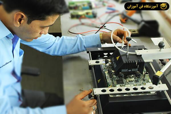 بازار کار شغل تعمیرات بردهای الکترونیکی