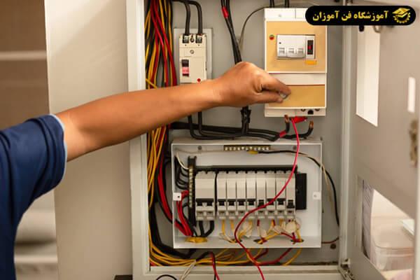 طراحی تابلوی برق فشار ضعیف به چه صورت است؟