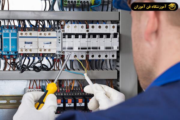 مدرک فنی و حرفه ای بین المللی برق ساختمان بگیریم