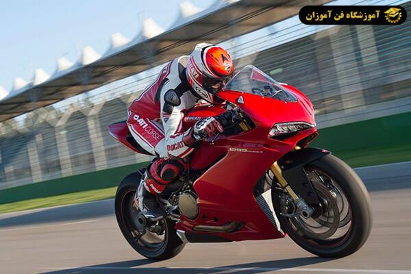 کاهش شتاب موتور سیکلت